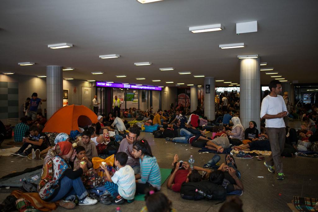 Migránsok tüntetnek a Keletinél