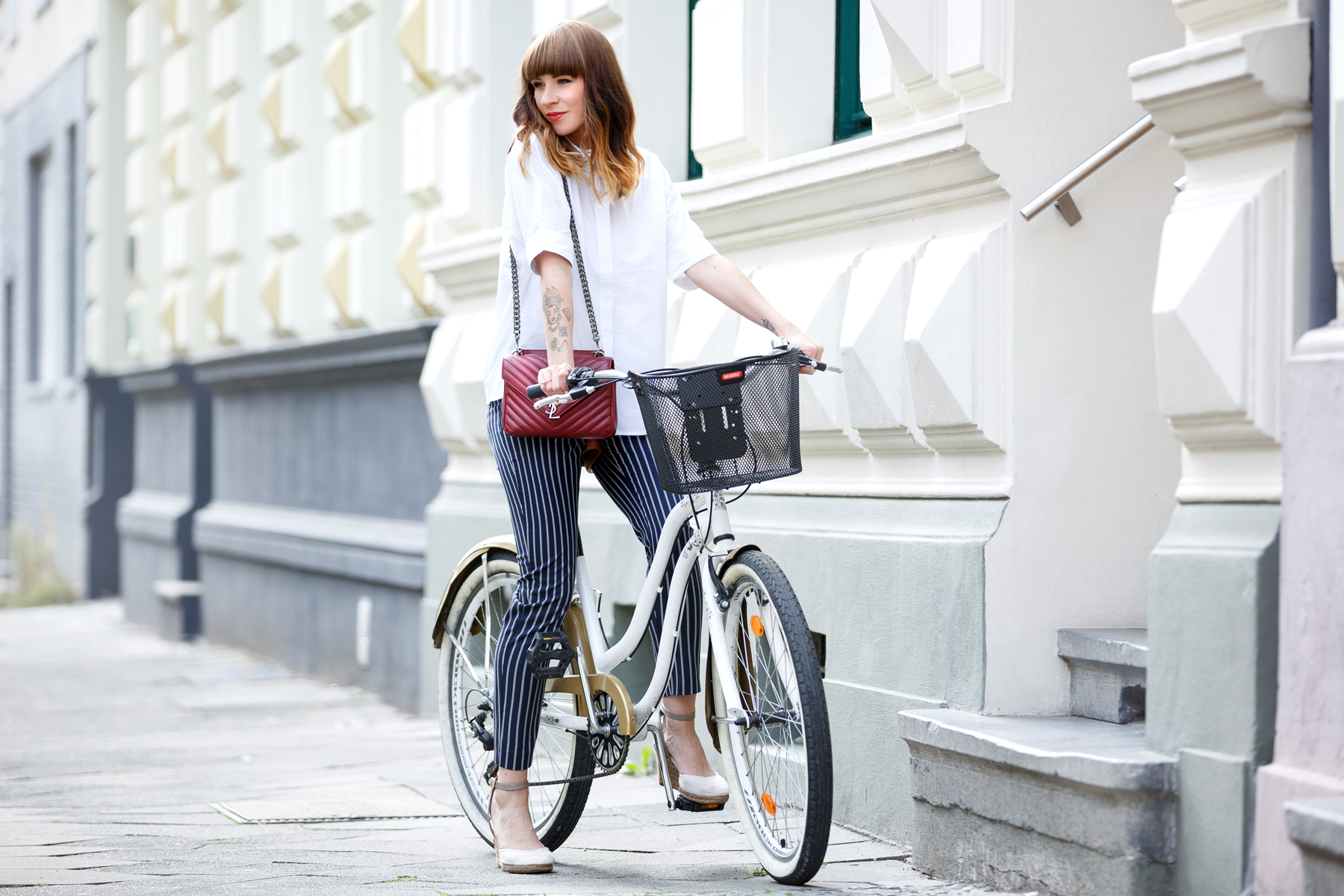bike bicycle reserved georgia may jagger maritime ysl monogram bag red blue white outfit ootd look lookbook brunette bangs french parisienne parisian paris düsseldorf cute girly styling fashionblogger ricarda schernus cats & dogs blog 4