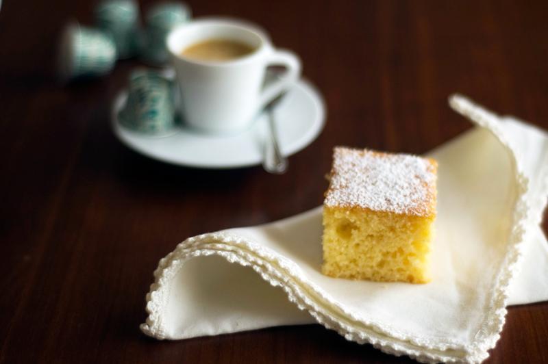Bolo de polenta e limão (com café)