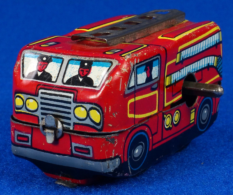 RD10081 Vintage Wind Up Tin Miniture Fire Truck Made in Japan DSC08365