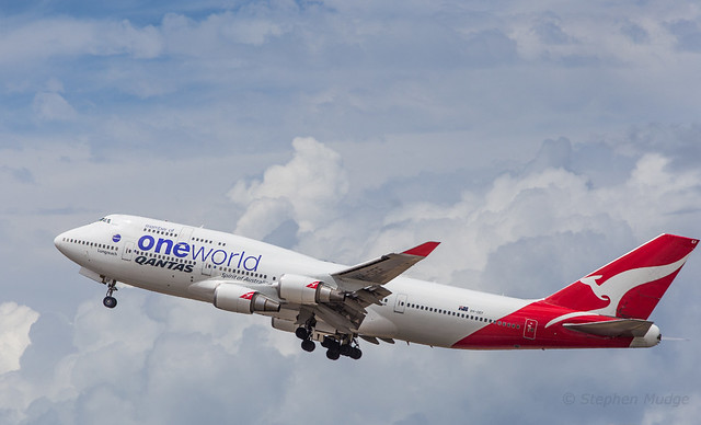 VH-OEF departing Brisbane as QF15