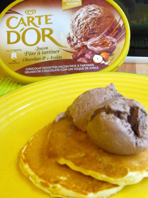 Panquecas com gelado de chocolate e avelã (Carte d'Or)