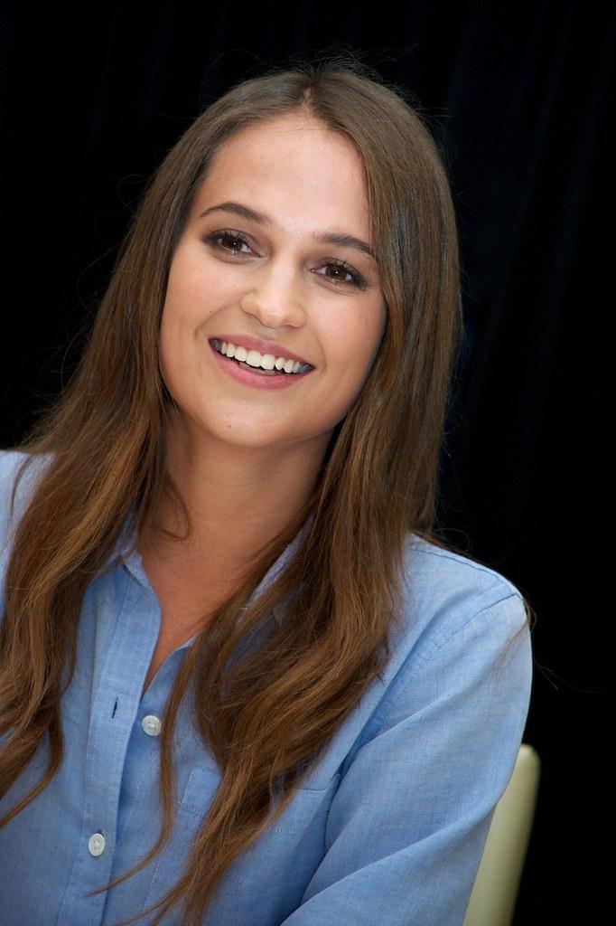 Алисия Викандер — Пресс-конференция «Девушка из Дании» на «TIFF» 2015 – 13