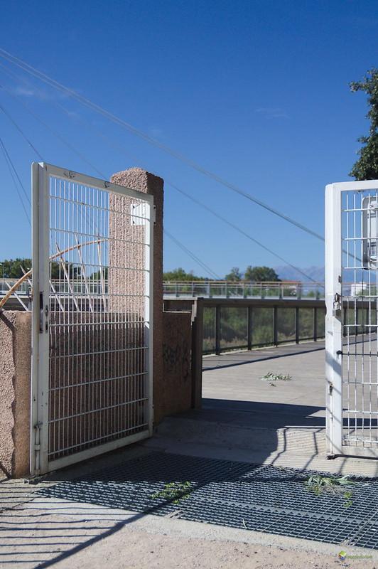 L'accés al Jardin exotique de la Digue d'Orry