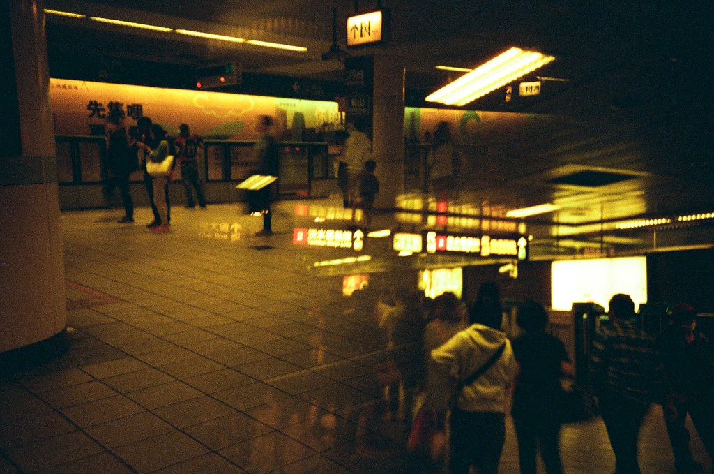 Redscale / Lomo LC-A+ 2015/11/01 呈現一個狂亂測試練習重複曝光的畫面!  有些畫面都感覺底片快燒掉了!  Lomo LC-A+ Lomography Redscale XR 50-200 35mm 2506-0035 Photo by Toomore