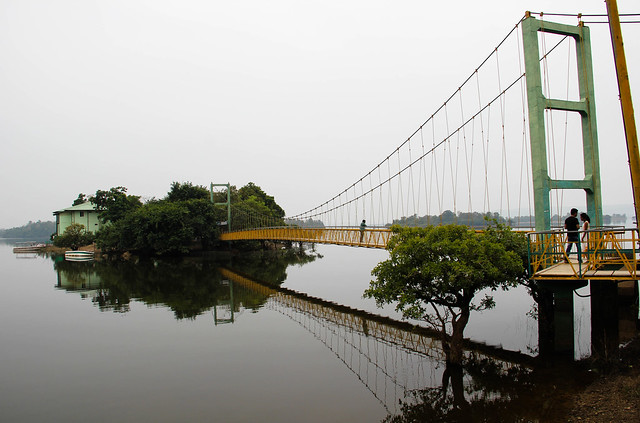 A scenic 160-metre-long hanging bridge connects the lake fringes to one of the islands in the cheruvu. The Telangana Tourism Department operates a hotel in one of the mini islands, equipped with a restaurant and rooms for overnight stays.