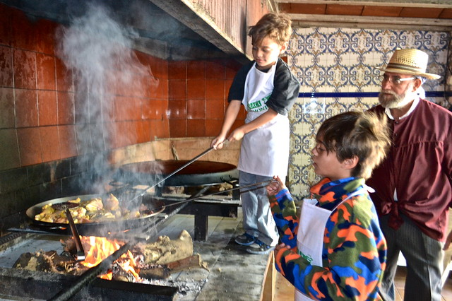 mini chefs - Barraca Toni Montoliu - Authentic Paella Cooking - valencia