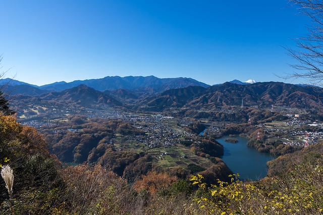 見晴台より丹沢と富士山を仰ぐ