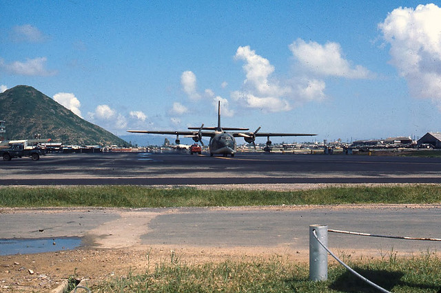 Qui_Nhon__Fairchild_C-123_(1)
