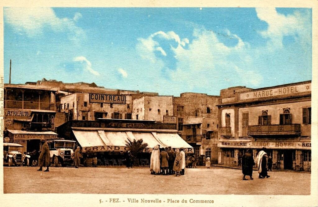Place du commerce de la Ville Nouvelle de Fès dans les années 1920-1930.