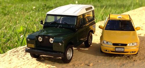 Ixo 1:43 - Daewoo Cielo Taxi Barranquilla, Land Rover Santana (Los Carros Más Queridos de Colombia 2)