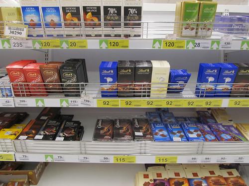 Chiang Rai: incroyable, il y a un rayon chocolat au Big C! C'est Noël avant l'heure!! Mister J ne se sent plus.
