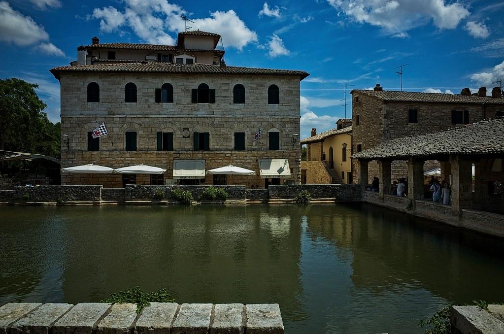 Bagno vignoni val d 39 orcia italy around guides - Le terme bagno vignoni hotel ...