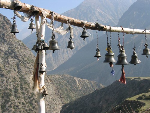 india_himilayas_temple with bells