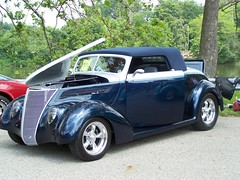 automobile(1.0), automotive exterior(1.0), 1937 ford(1.0), wheel(1.0), vehicle(1.0), compact car(1.0), hot rod(1.0), land vehicle(1.0), luxury vehicle(1.0), motor vehicle(1.0),