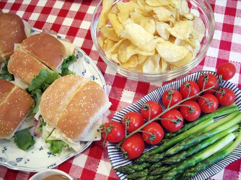 Good Picnic Food With Wine