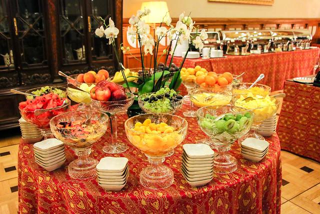Colorful fruits for breakfast at Hotel Metropol Moscow, Russia モスクワ、ホテル・メトロポールの朝食のフルーツたち