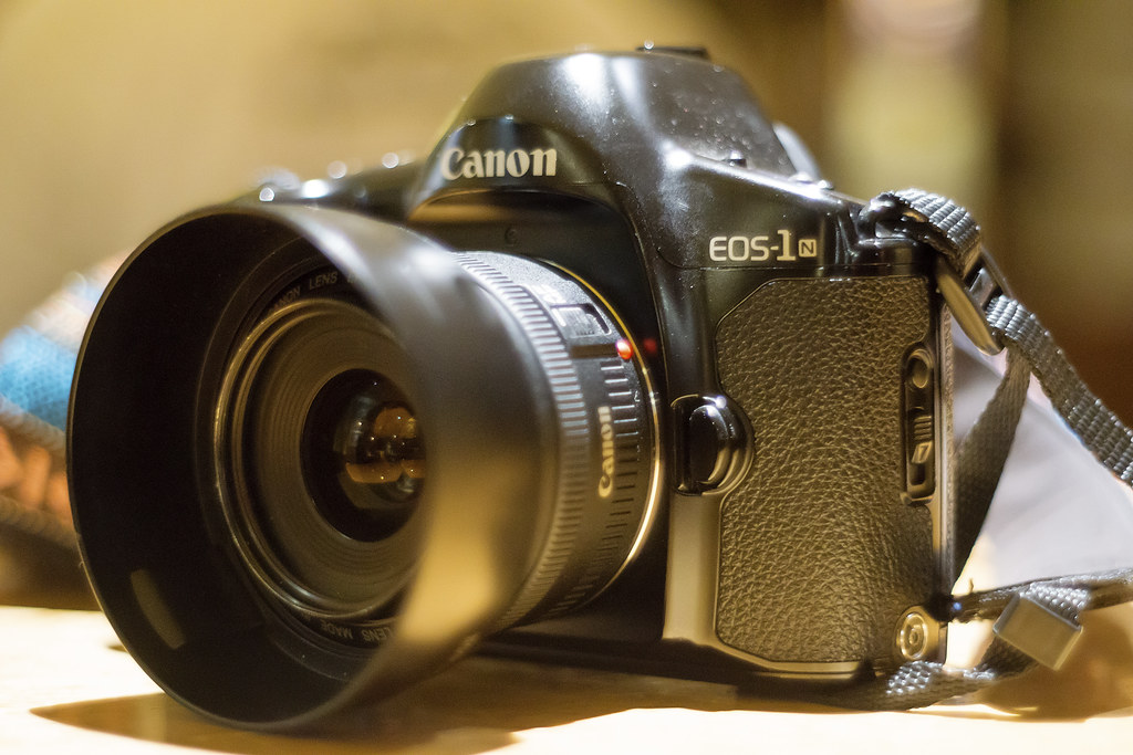 CCR - Review 22 - Canon EOS-1n