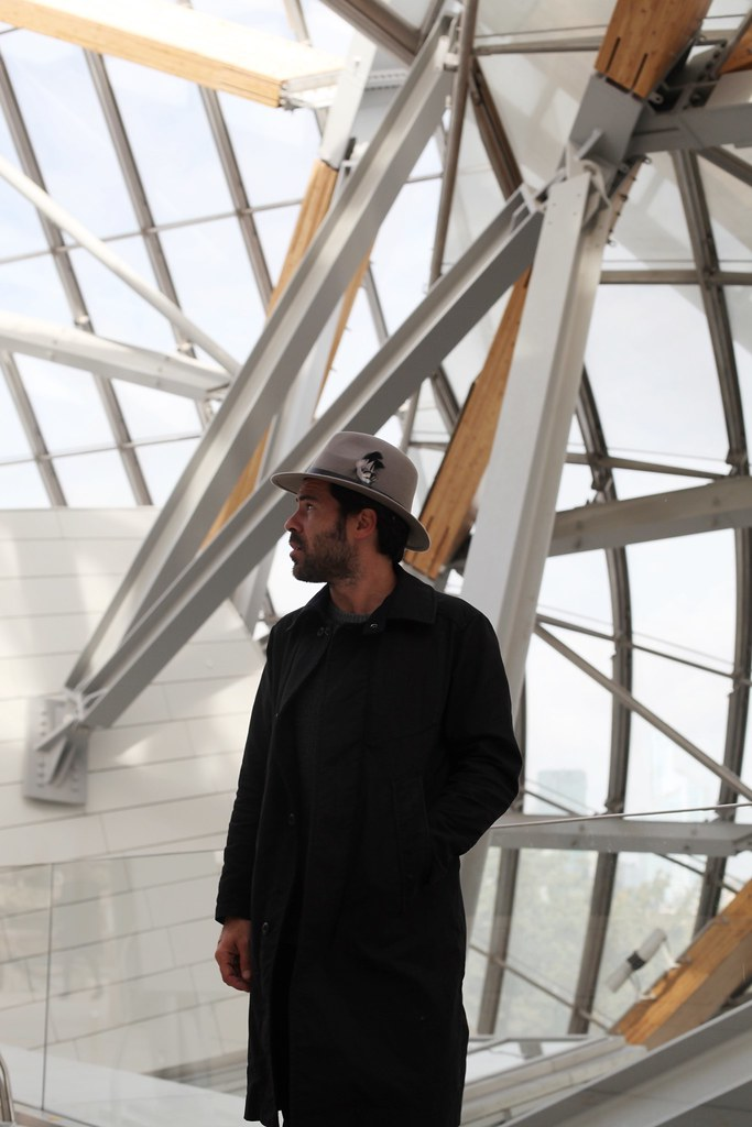 _manlul_miguel_carrizo_paris_louis_vuitton_foundation_frank_gehry_architecture_raceu_hats_h&m_pedro_garcia_shoes_2