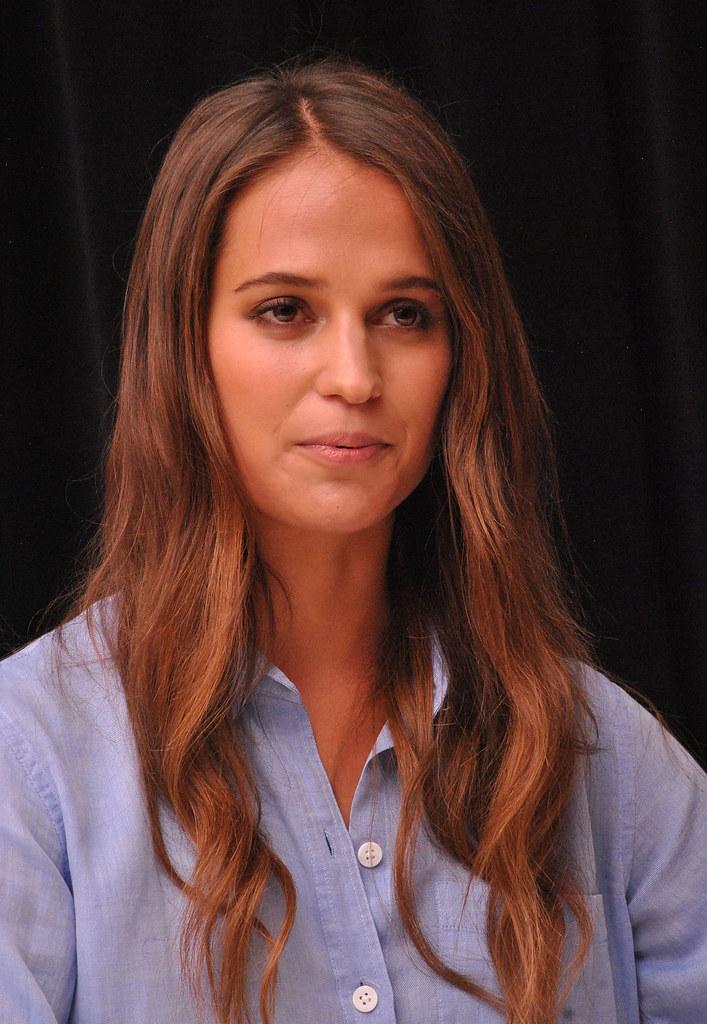 Алисия Викандер — Пресс-конференция «Девушка из Дании» на «TIFF» 2015 – 38