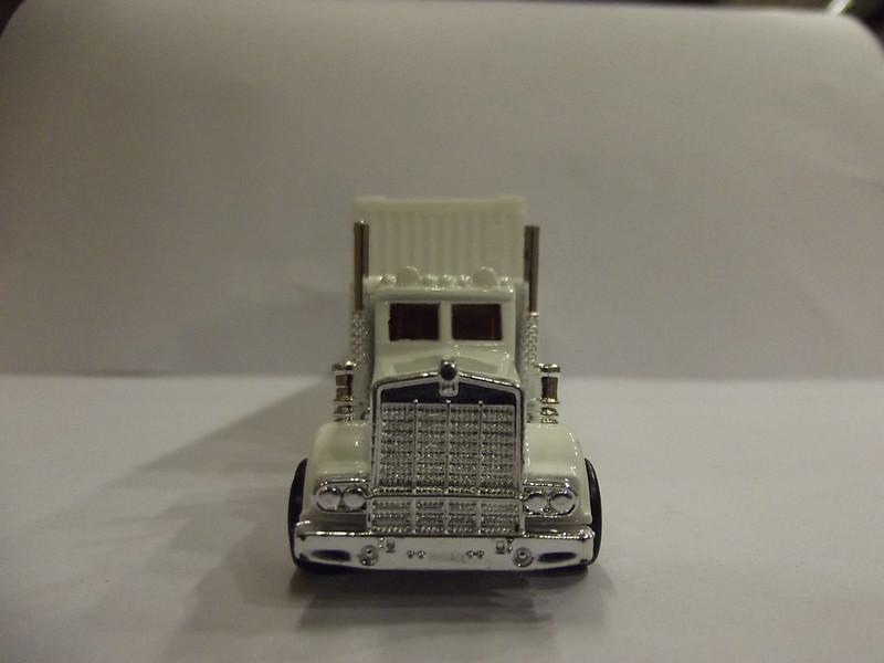 N°604 Kenworth W900 + Semi Container 22563460402_43e82a89f1_c