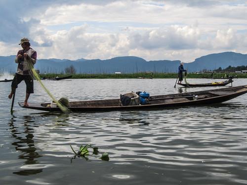 Lac Inlé: comment pagayer avec le pied