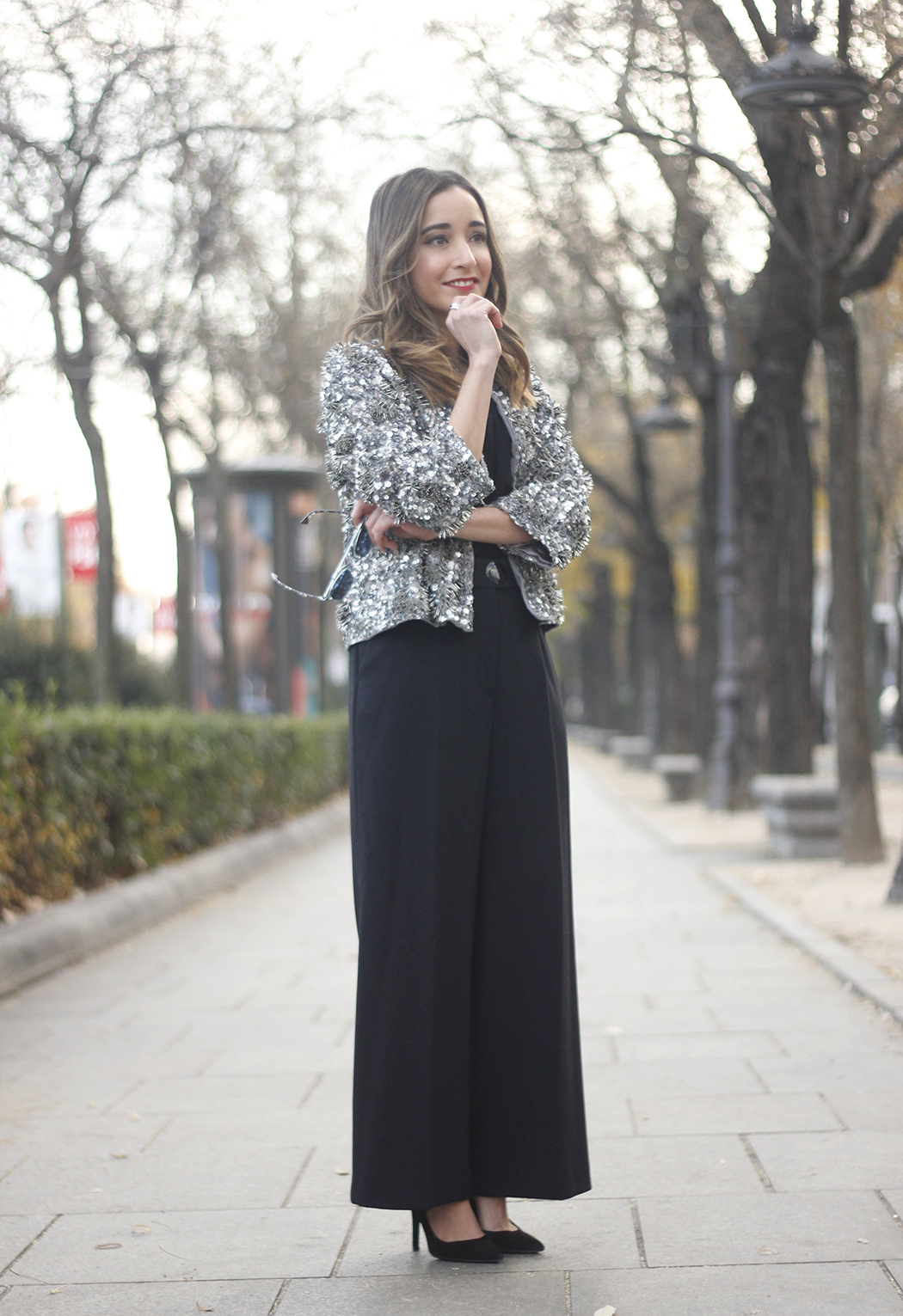 sequined jacket cropped trousers winter outfit black heels accessories streetstyle14