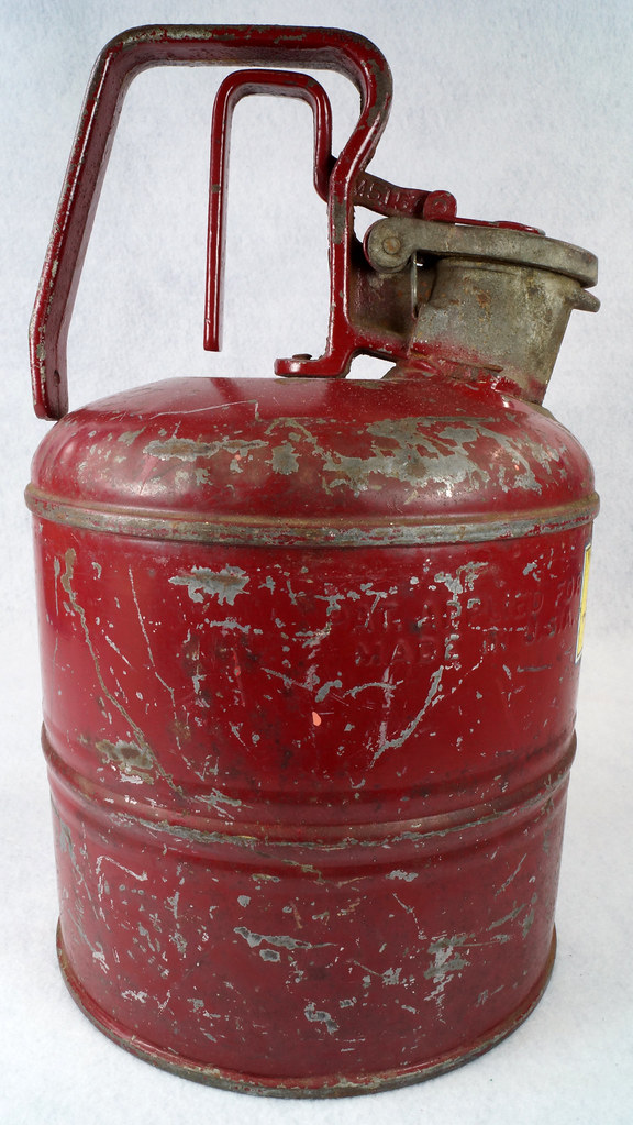 RD14619 Vintage Red JUSTRITE Chicago Safety Gasoline Can One Gallon DSC08114