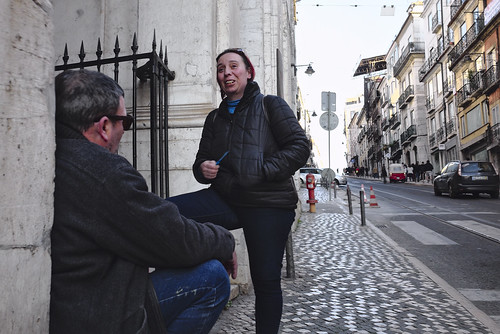 Some smalltalk to pause the uphill walk #lisbon #street #t3mujinpack