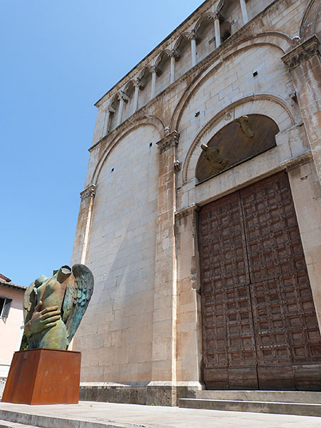 porte de l'église pietrasanta