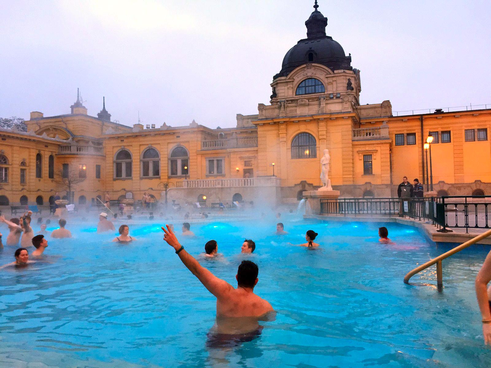 Qué ver en Budapest en un fin de semana: Baños Szechenyi en Budapest budapest en un fin de semana - 21235467719 77e3d18f40 o - Qué ver en Budapest en un fin de semana