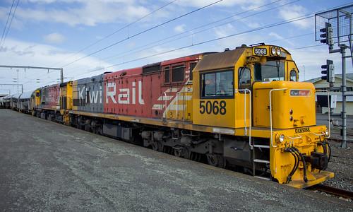 DXB (GE U26-C) 5068 at Marton NZ