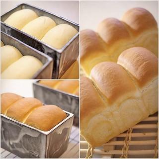 . 仕上げ発酵終えて、 焼きあがり〜♪ #パン中継 その3でおしまい。 連投が申し訳ないので、一気に焼きあがりまでまとめちゃいました。 私も明日はお弁当♪ サンドイッチに決定! #わかば工房 #wakabakobo #焼きたてパン #パン #イギリスパン #おうちパン #手づくりパン