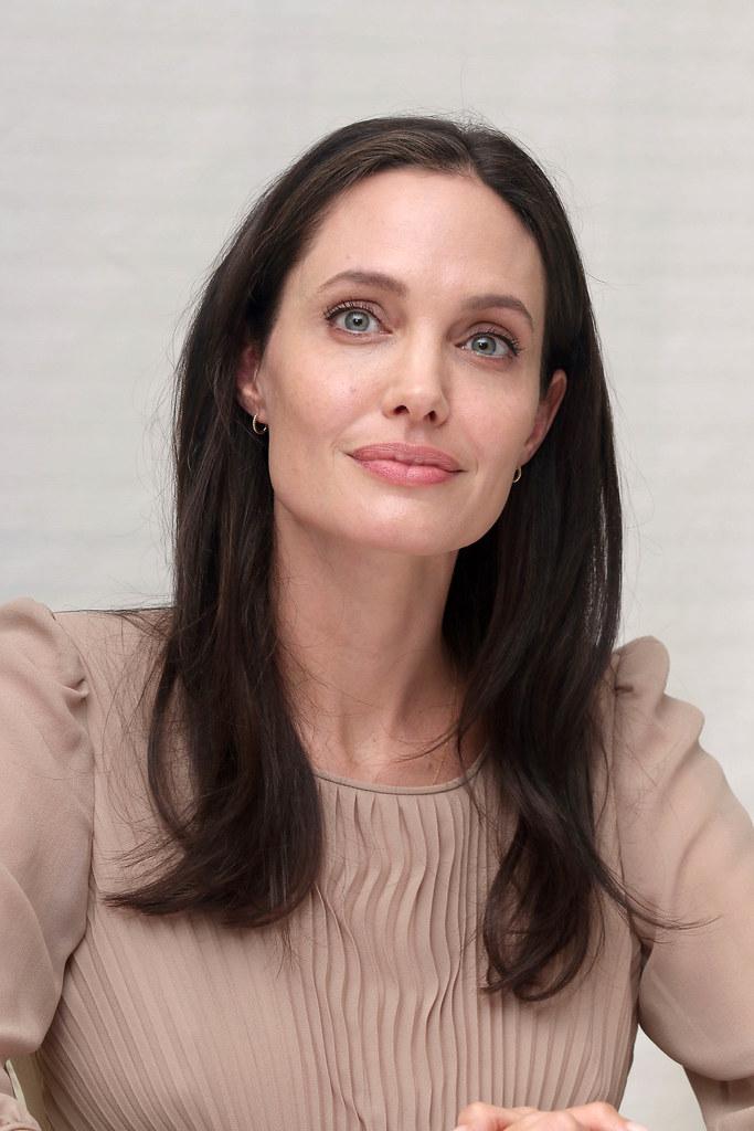 Анджелина Джоли — Пресс-конференция «Лазурный берег» 2015 – 69