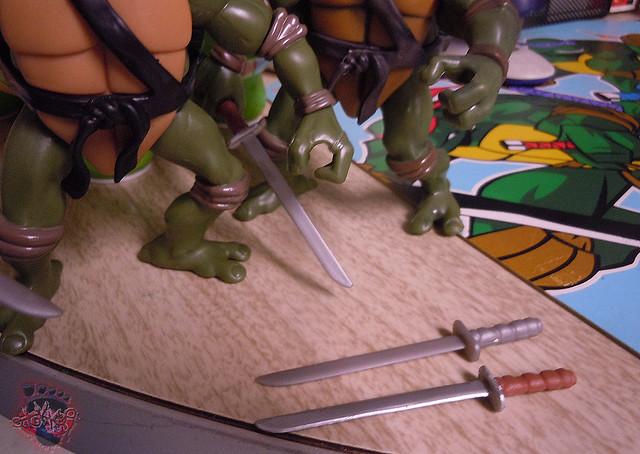 "Nickelodeon ""HISTORY OF TEENAGE MUTANT NINJA TURTLES"" FEATURING LEONARDO - TMNT 2k3 LEONARDO vi / ..with Original '03 Leonardo (( 2015 ))"