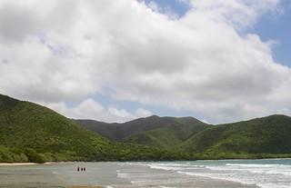 Image de Reef Bay Beach près de Cruz Bay. ocean beach sand snorkel nps usvi deaftalent deafoutsidetalent deafoutdoortalent