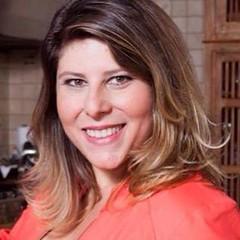 Atriz, cantora, poetisa e escritora, Vanessa Goulart é a querida aniversariante de hoje ! #BlogAuroradeCinemaparabeniza #vanessagoulart #Atriz
