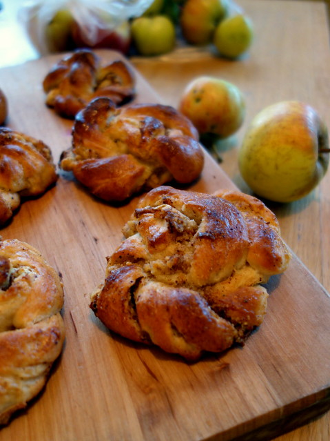Apple & hazelnut buns