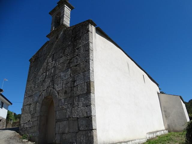 Iglesia Santa María de Loio en el PR-G 14 Ruta do Loio