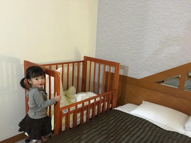 久違的嬰兒床讓鹿姐超級開心~@克里歐法庭博多飯店Clio Court Hakata Hotel, 日本九州福岡(FUKUOKA / HAKATA)