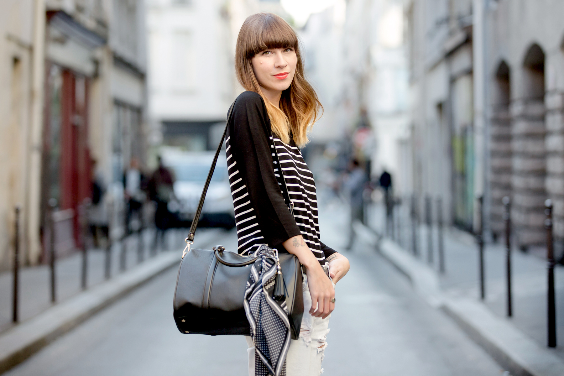 outfit ootd lancaster bag striped shirt paris fashionweek pfw le marais parisienne chic fashionblogger cats & dogs blog ricarda schernus 2