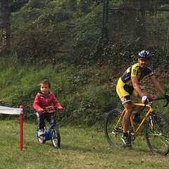 Learning how to properly turn from my personal little coach. #cx #kidz #family #dad #cyclocross #lifedeathcyclocross