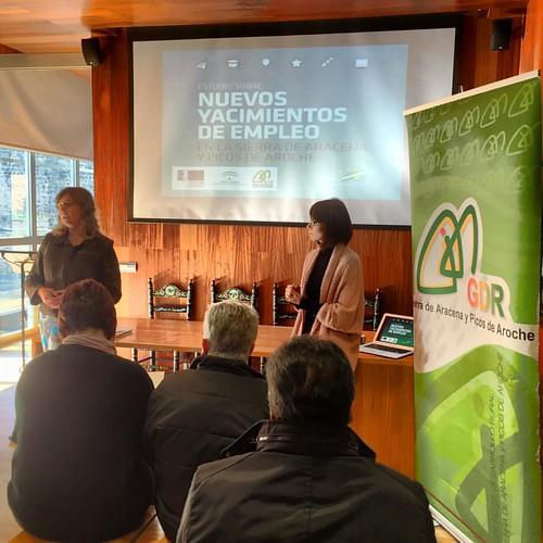 Presentación estudio de nuevos yacimientos de empleo en la #SierradeHuelva. Hoy en #CumbresMayores trabajando por la fijación de población rural. 🍃🍃🍃