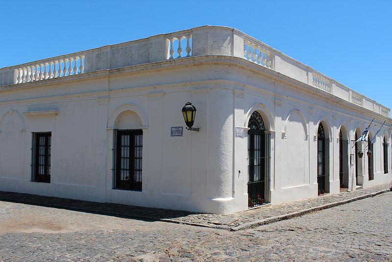 Colonia white
