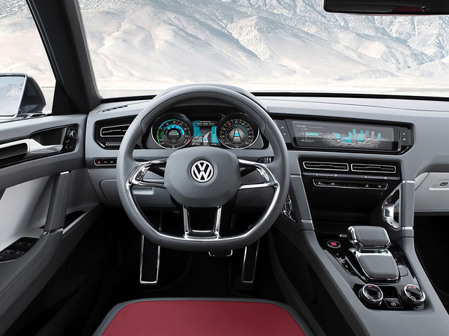 Салон Volkswagen Cross Coupe Concept. 2011 год