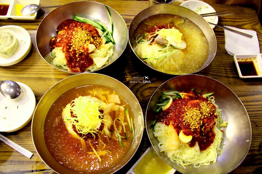 釜山美食記》奶奶伽倻小麥冷麵 一個人也可以吃 超大蒸餃+夏天必吃韓國水冷麵 南浦洞光復路(近釜山龍頭山公園、札嘎其市場、釜山國際市場) 할매가야밀면 @Gina Lin