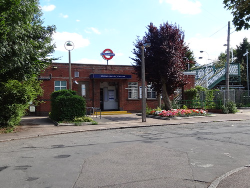 Walk 21 - Roding Valley Station - Central Line walk 2