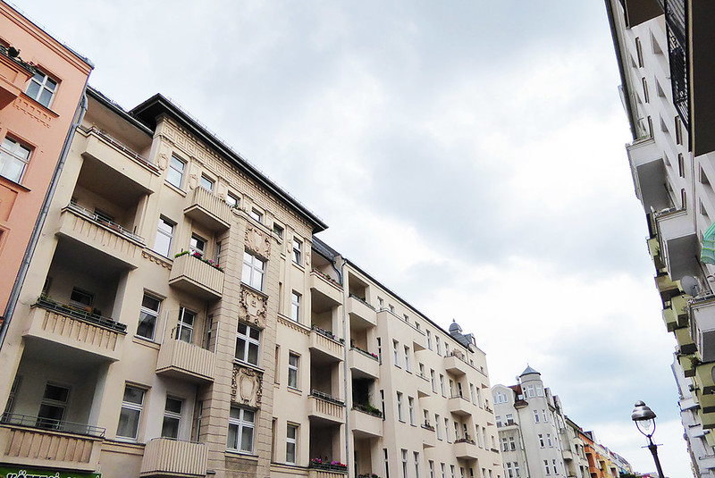 Häuserfront und Gaslaterne in Berlin-Wedding