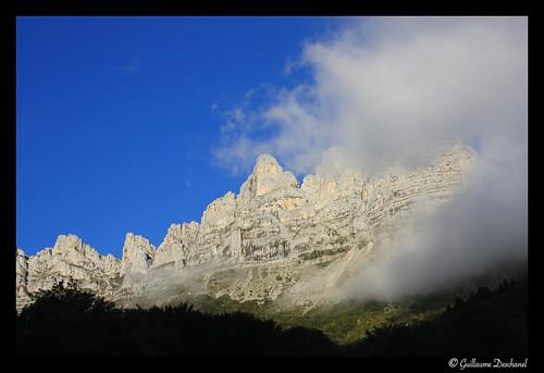 Au départ, vue sur les falaises du Vercors