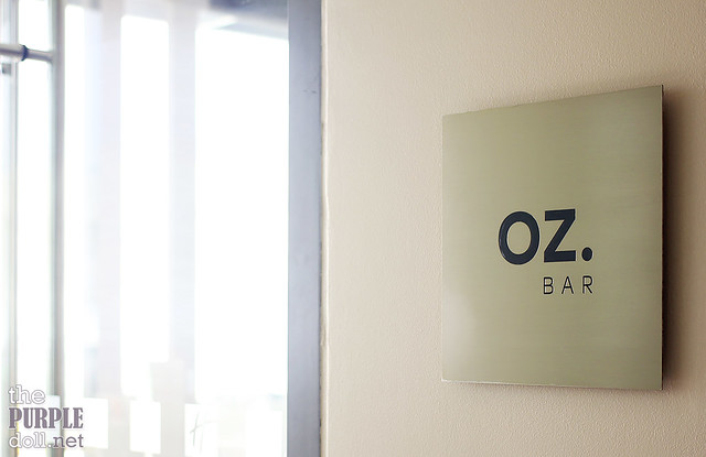 Oz Bar by the Pool at Holiday Inn & Suites Makati